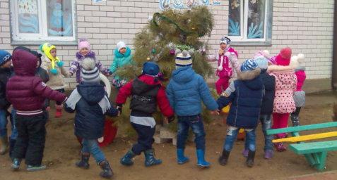 Праздничное оформление к Новому 2016 году в  МБДОУ «Детский сад №18 «Солнышко» с.Заволжское»
